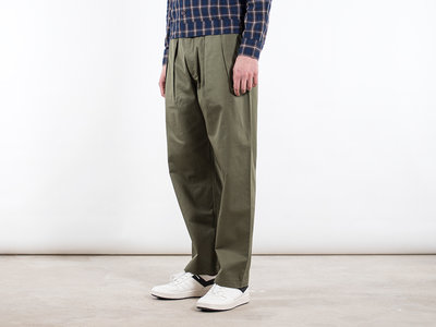 Universal Works Universal Works Trousers / Double pleat pant / Green
