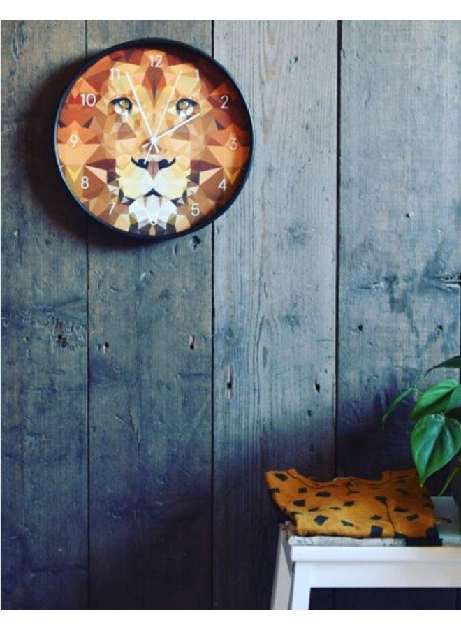 Klok met geometrische leeuw