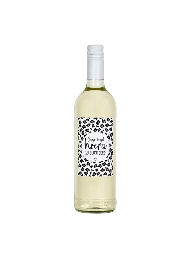 Bottle label with text 'hiep hiep hoera'