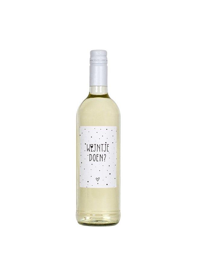 Fles etiket met tekst 'wijntje doen?'