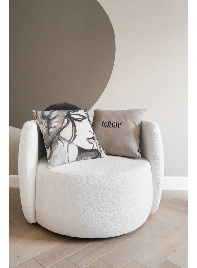 Cushion with text je bent mooi taupe