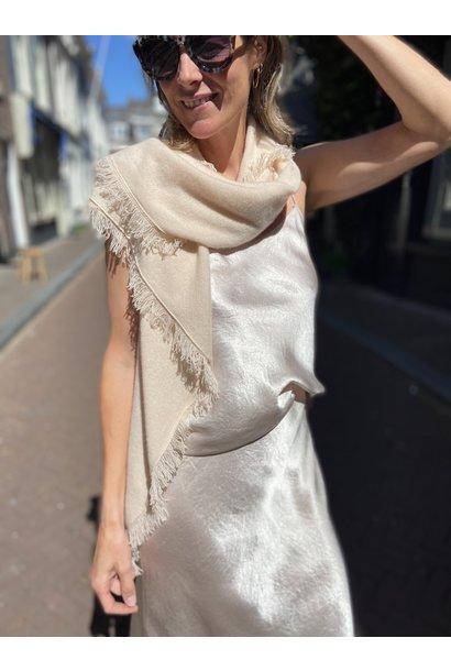 Sjaal  (verkrijgbaar in 2 kleuren)
