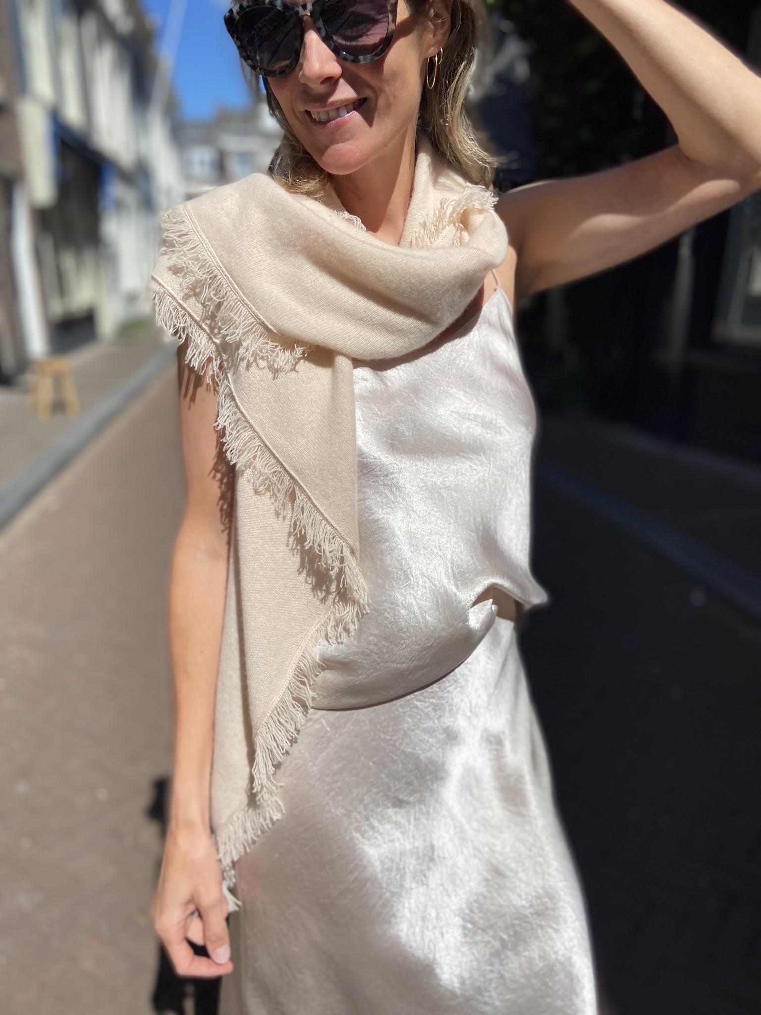 Sjaal  (verkrijgbaar in 3 kleuren)-1