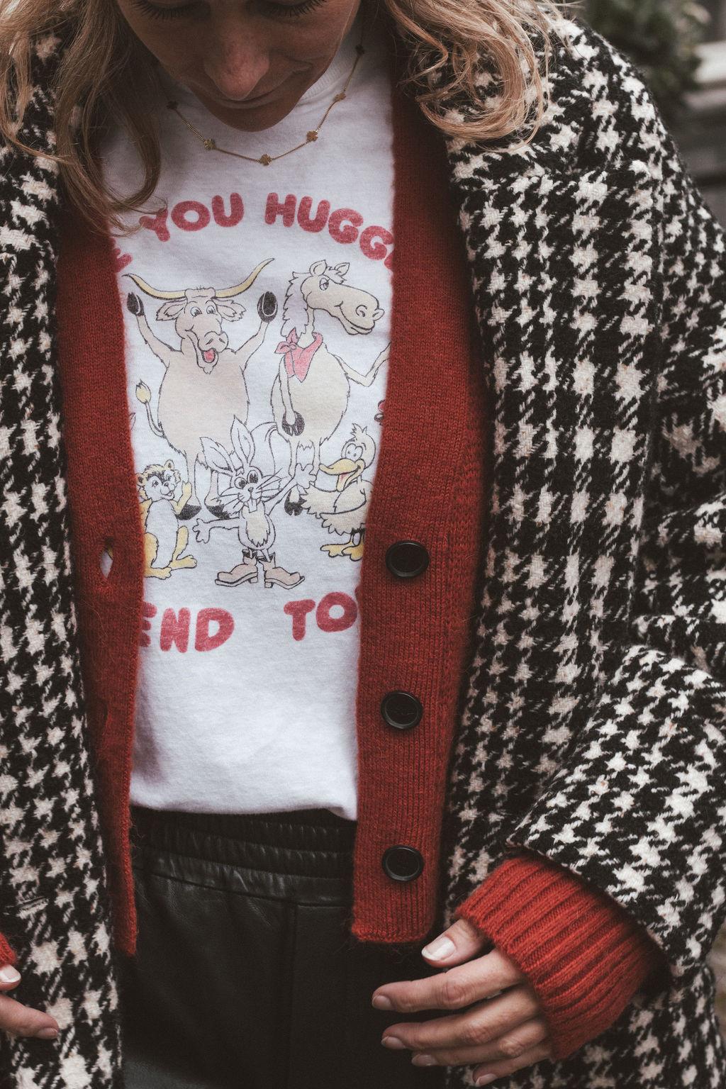 T-shirt Hug a friend-3