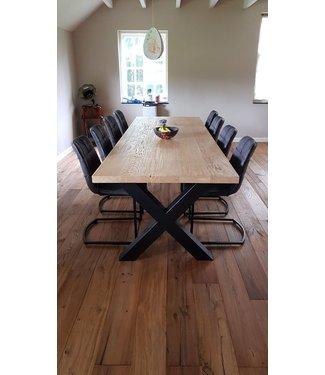 Steiken Eiken tafel met stalen X Poten 10x10