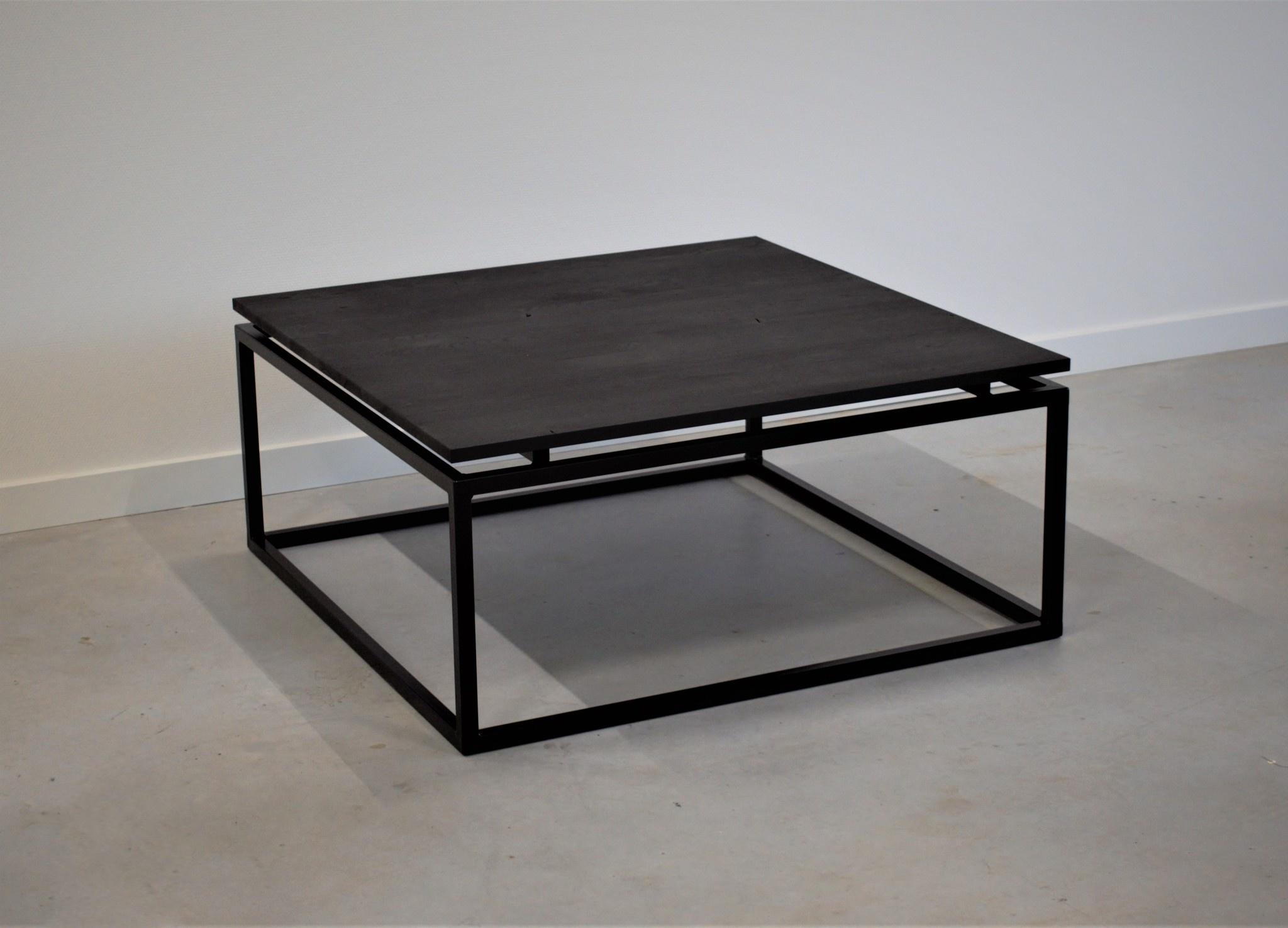 Steiken-vierkante-zwarte-salontafel