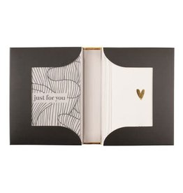 ZUSSS Zusss box met 12 wenskaarten zand