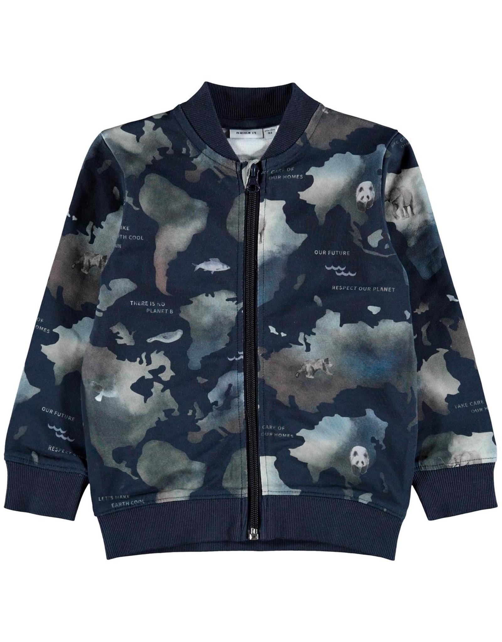 Name It Blauwe vest met rits met all over dieren en continenten print