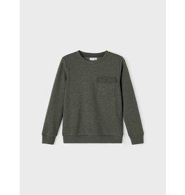 Name It Basis donkergroene sweater trui met borstzakje