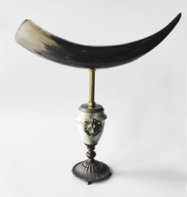 AJvB Horn on onyx and bronze base with lionhead ornament