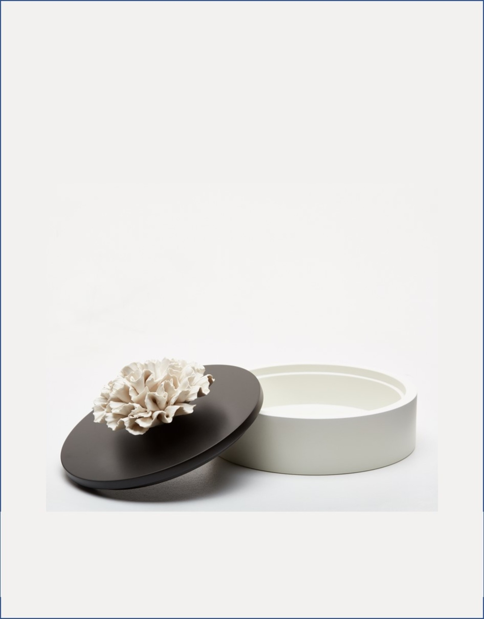 Biscuit porcelain carnation flower treasure box black & white  (Ø 15 cm)
