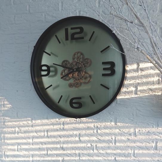 Interieurblog tandwiel klok onderhoud.