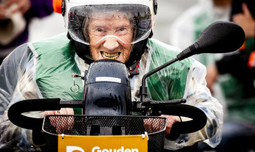 Zestig bejaarden strijden op het circuit van Zandvoort om NK Scootmobiel