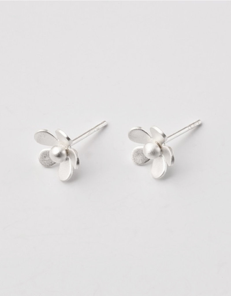 Post earrings flower