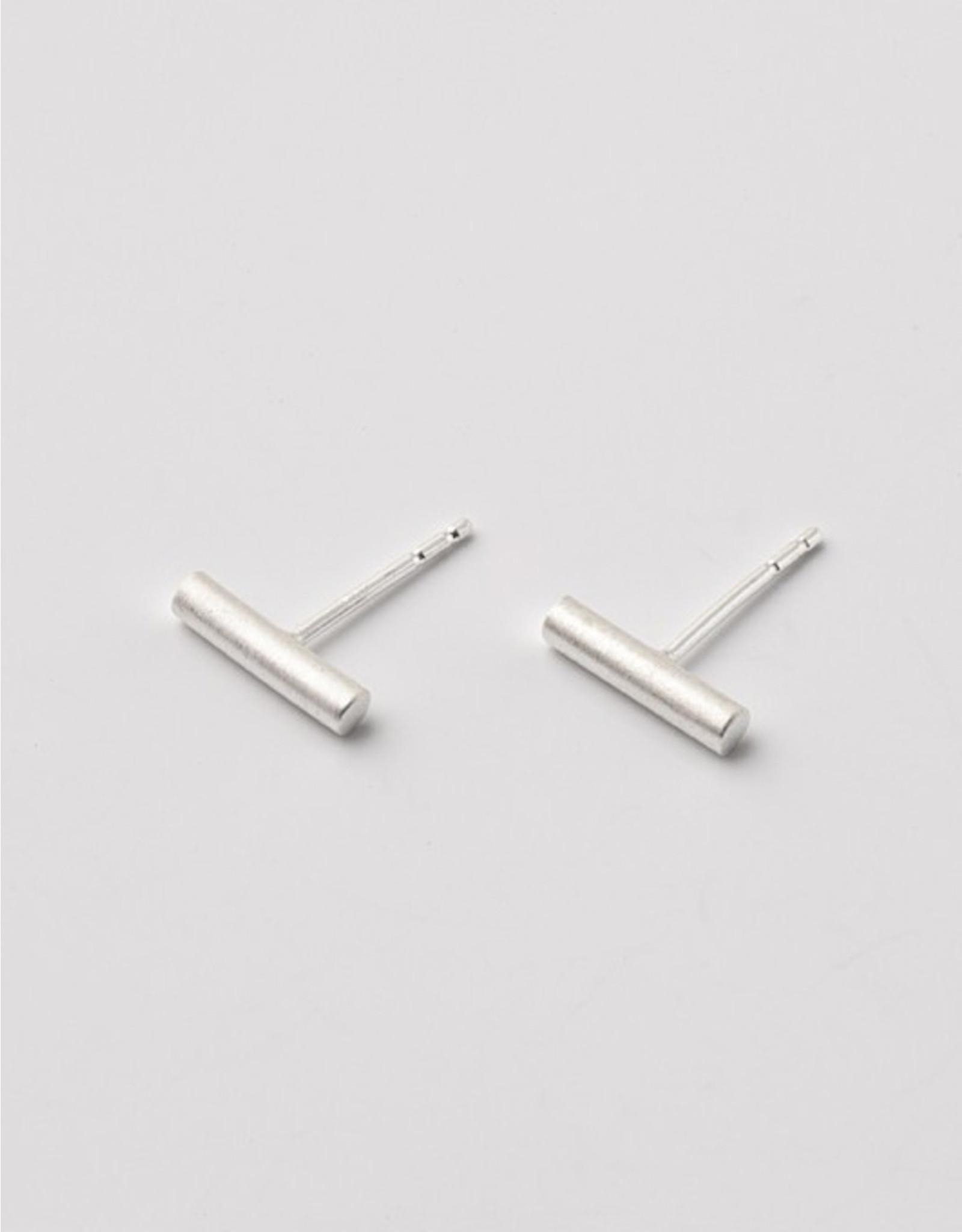 Post earrings bar short