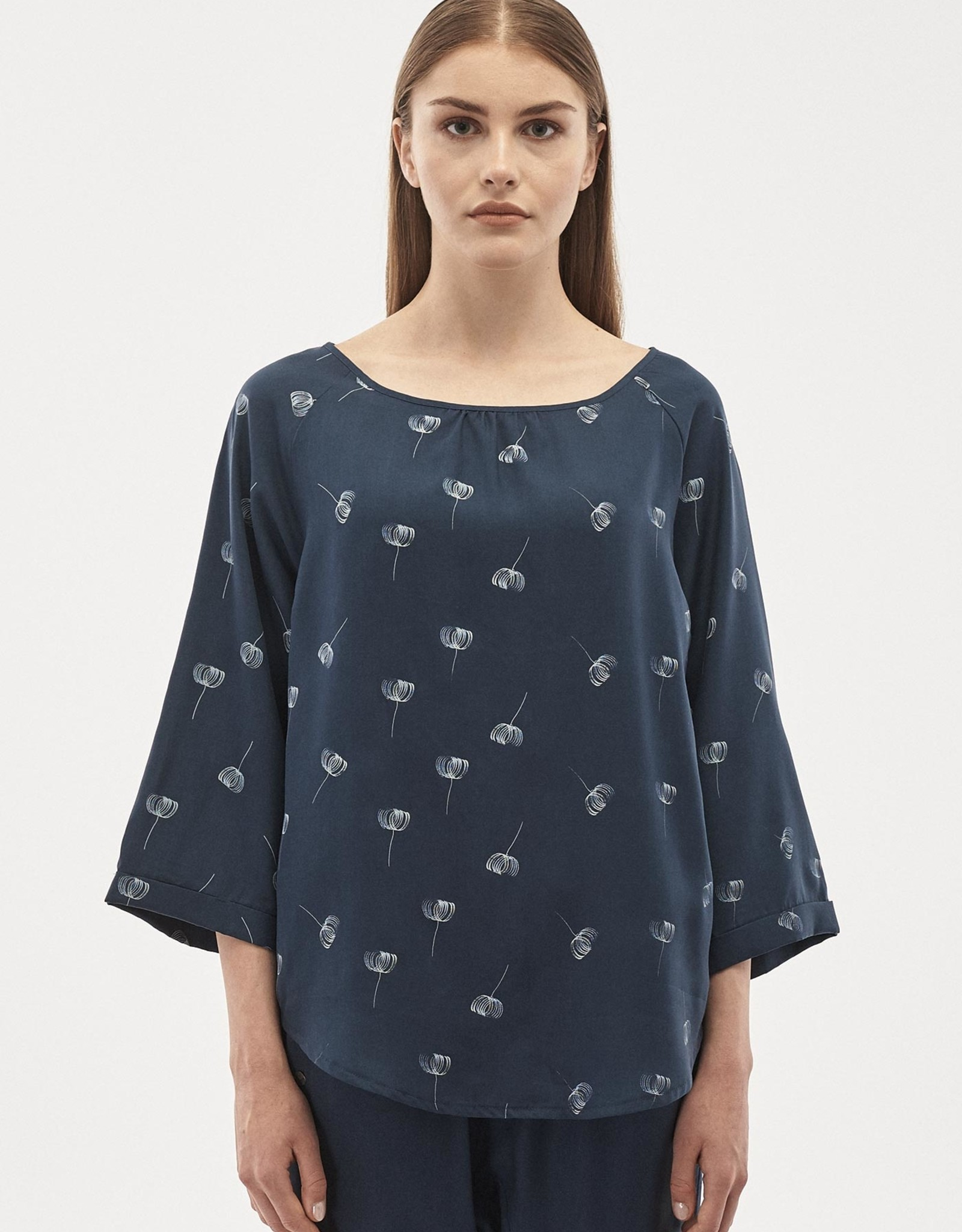 Organication BLOUSE ALLOVER PRINT WIDE SLEEVE NAVY