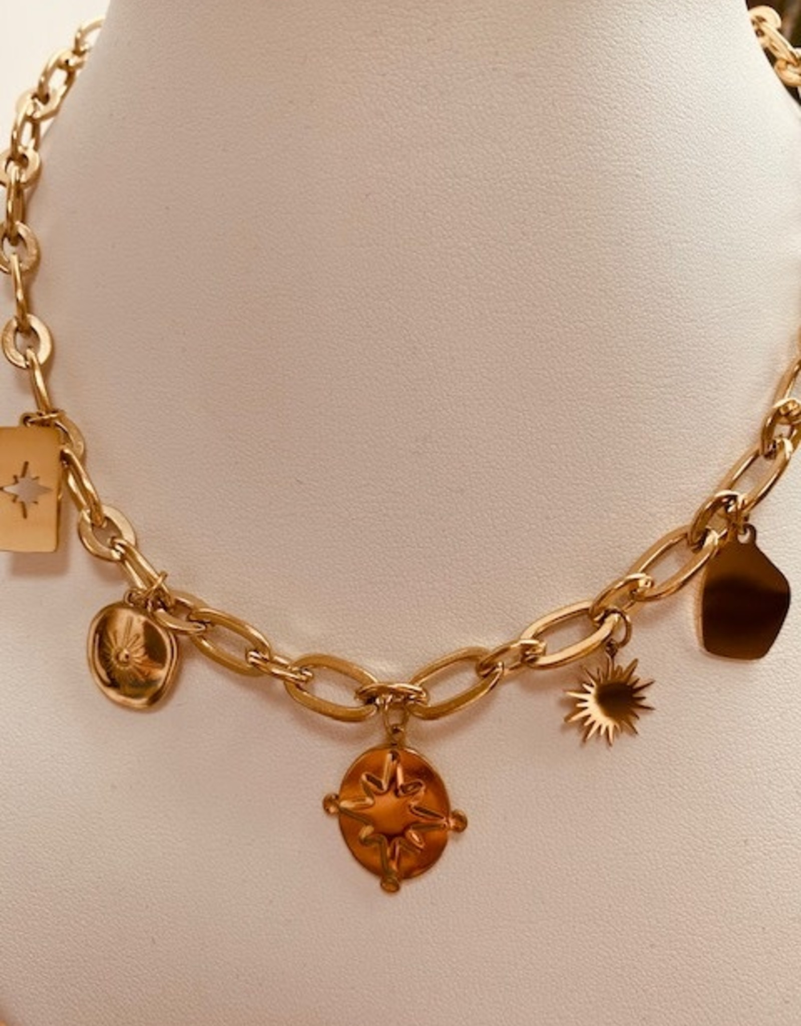 The Golden House Ketting Lora