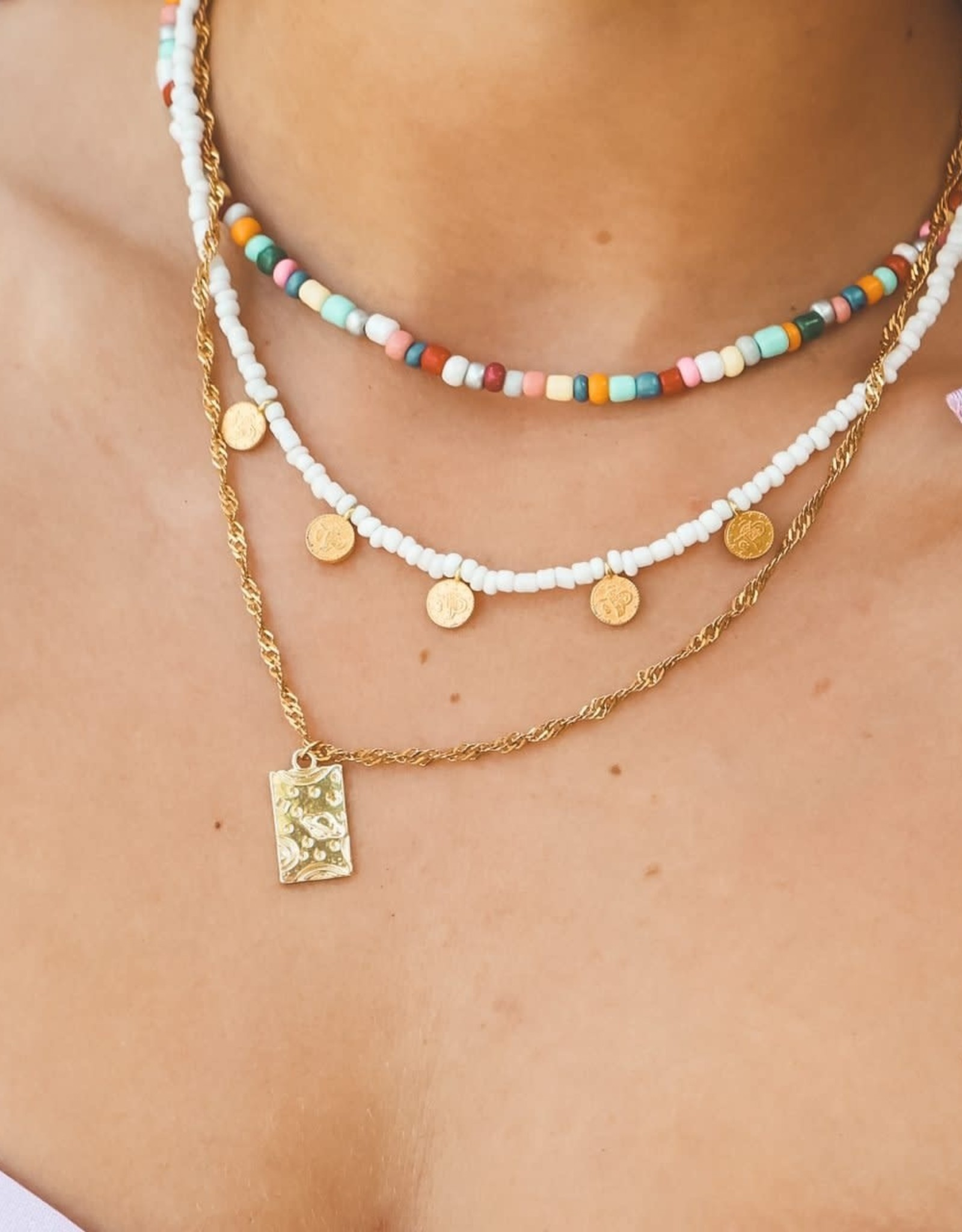 The Golden House 5 gold coins necklace white