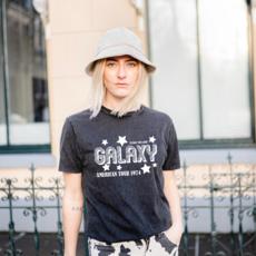 ESTHRZ ESTHRZ T-shirt Galaxy Tour Stone Black