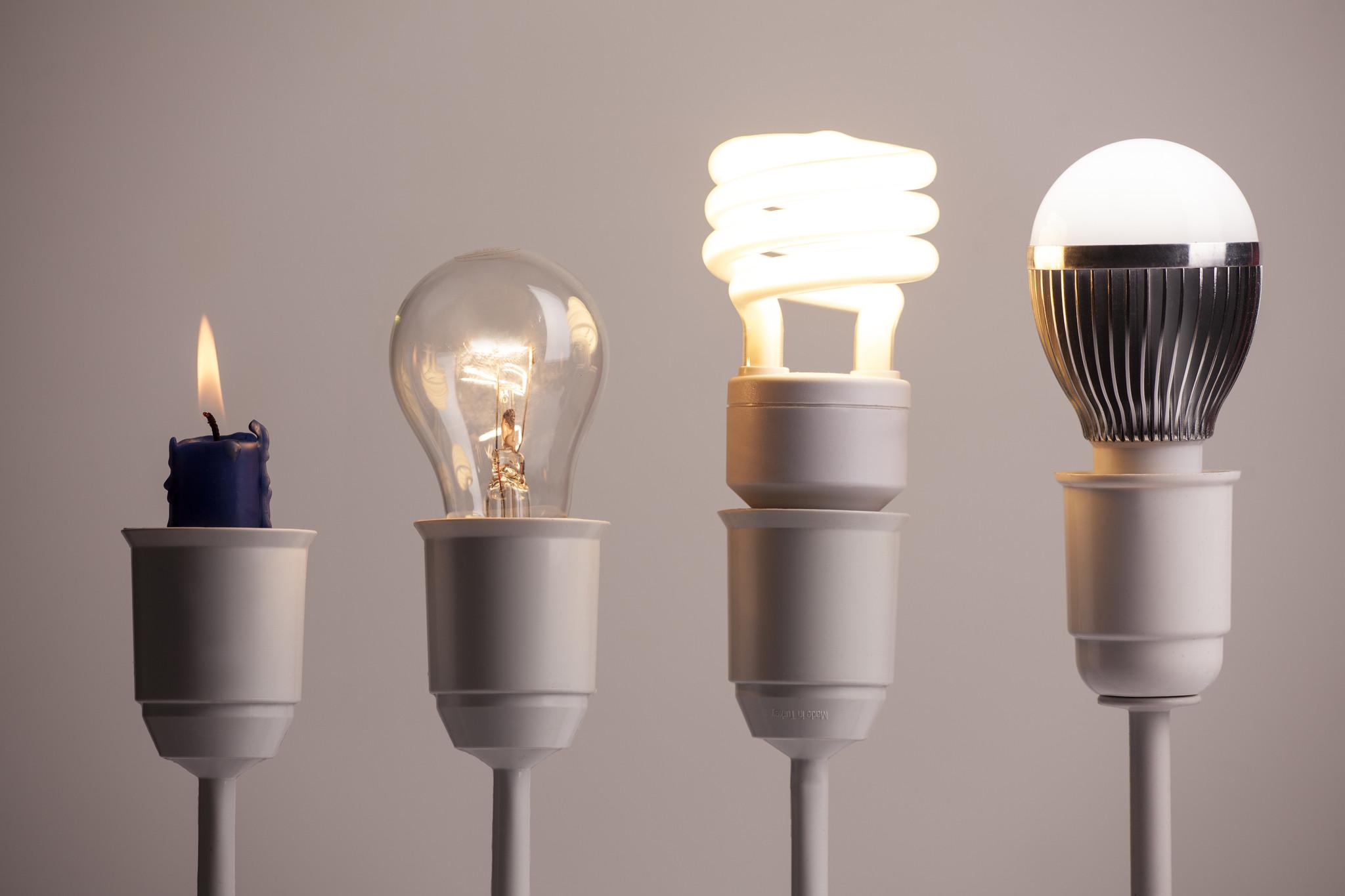 De verschillen tussen een gloeilamp, een spaarlamp en LED lampen