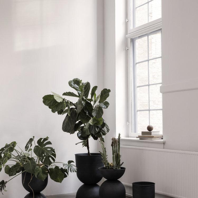ferm LIVING ferm LIVING hourglass plant pot small black