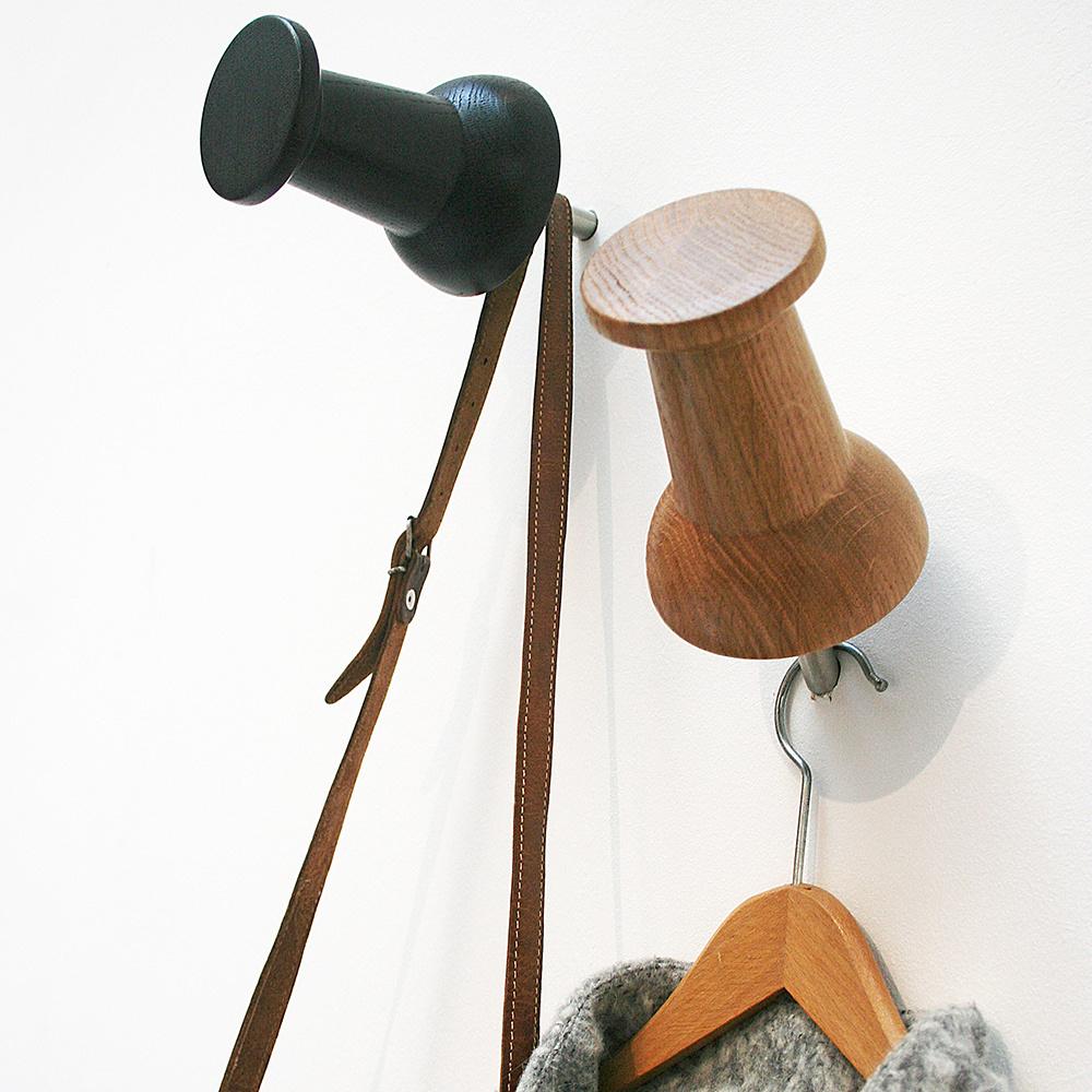 hornett 10:1 Pinnadel aus Holz und Garderobe