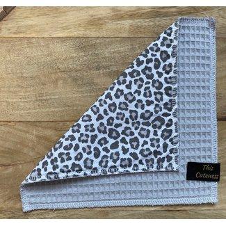 This Cuteness Knuffeldoekje Grey Leopard