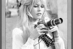 MondiArt Glasschilderij Brigitte Bardot camera