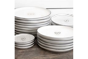 Bastion Collections Bastion Collections Dessert Plate 19cm 3 little hearts Black