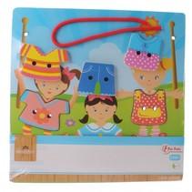 rijg-de-kleertjes-aan-elkaar houten puzzel 7-delig