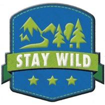opstrijkpatch Stay Wild 6 x 6 cm blauw/groen