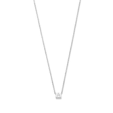 Selected Jewels Julie Chloé kub initialt halsband i 925 sterling silver