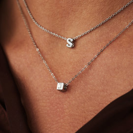Selected Jewels Lynn Mikki 925 sterling zilveren kubus initial ketting met letter