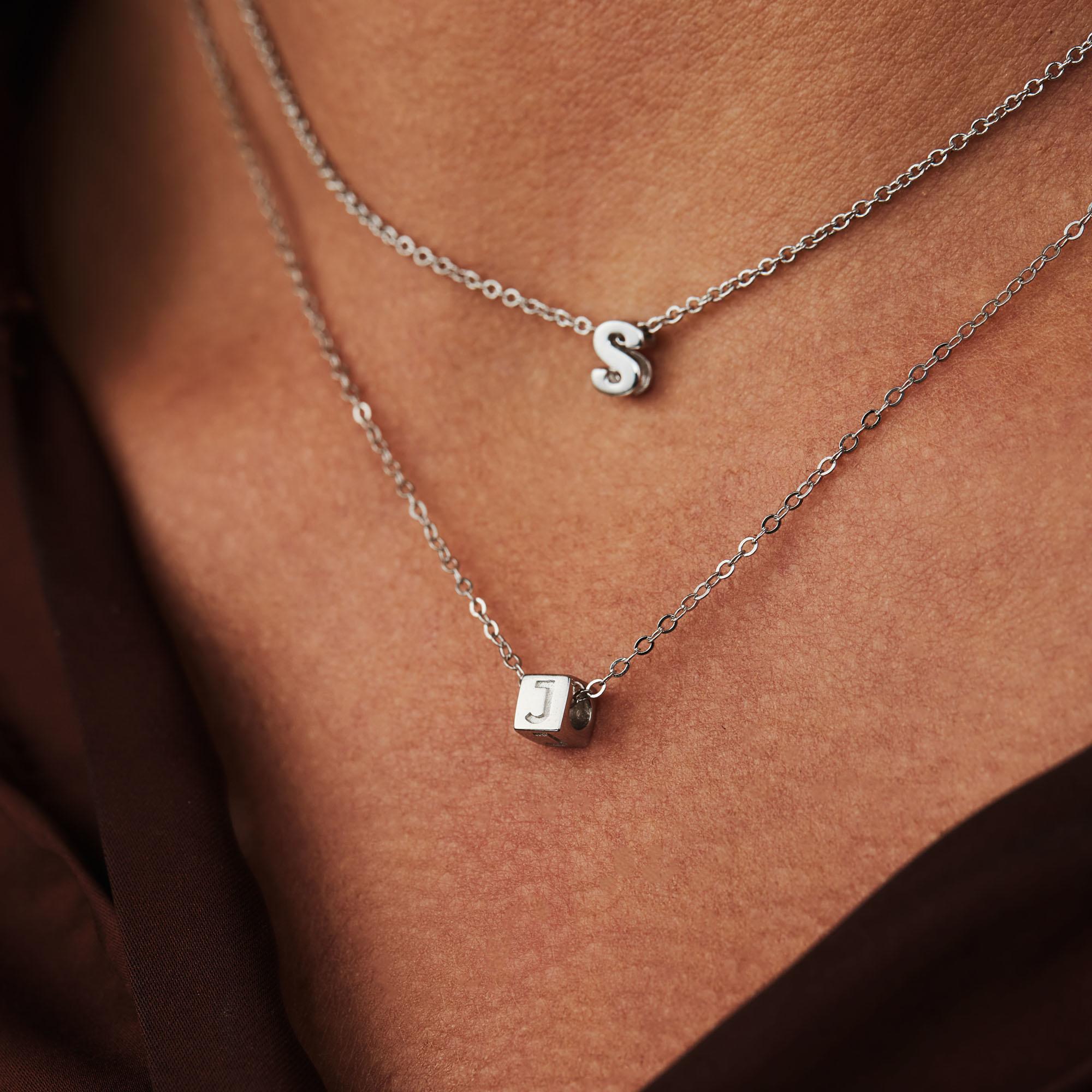 Selected Jewels Julie Chloé 925 sterling sølv indledende halskæde