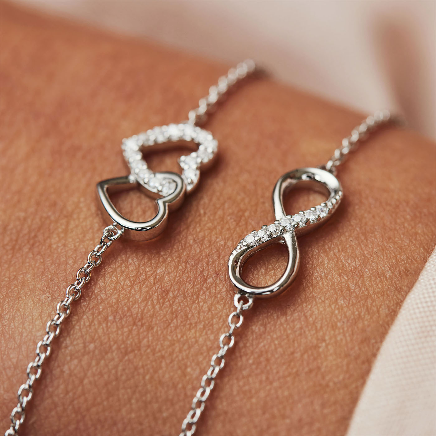 Selected Jewels Julie Emilie bracciale infinito in argento sterling 925