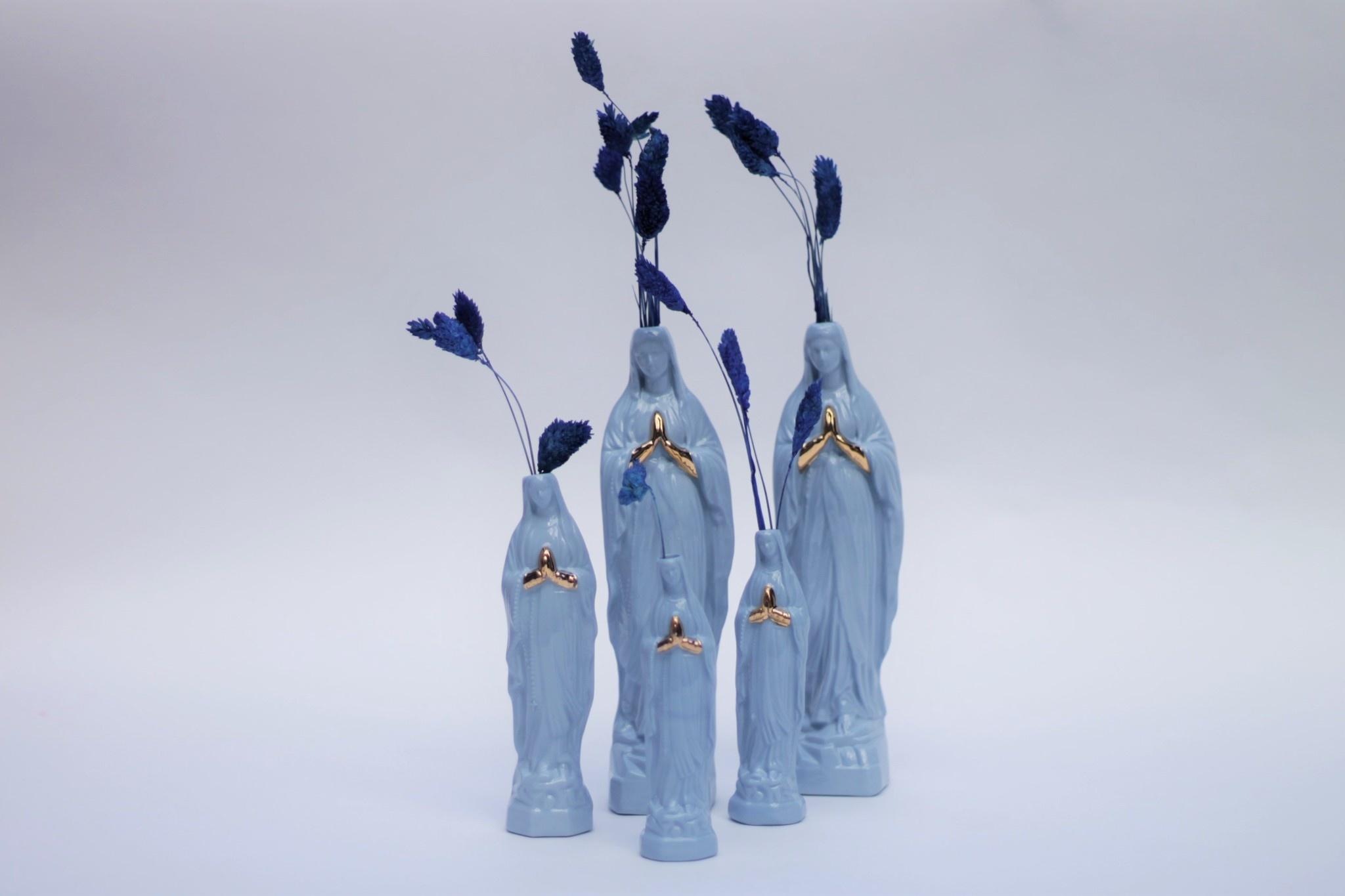 Atelier Saf Maria Beeldje L Lichtblauw 20cm met Goudluster Handjes