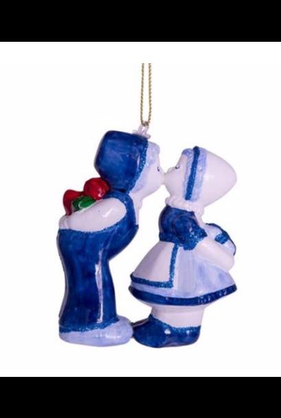 Kersthanger delfts blauw kussende jongen en meisje (H 10cm)