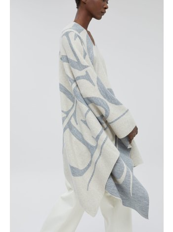Closed Knitted poncho almond cream
