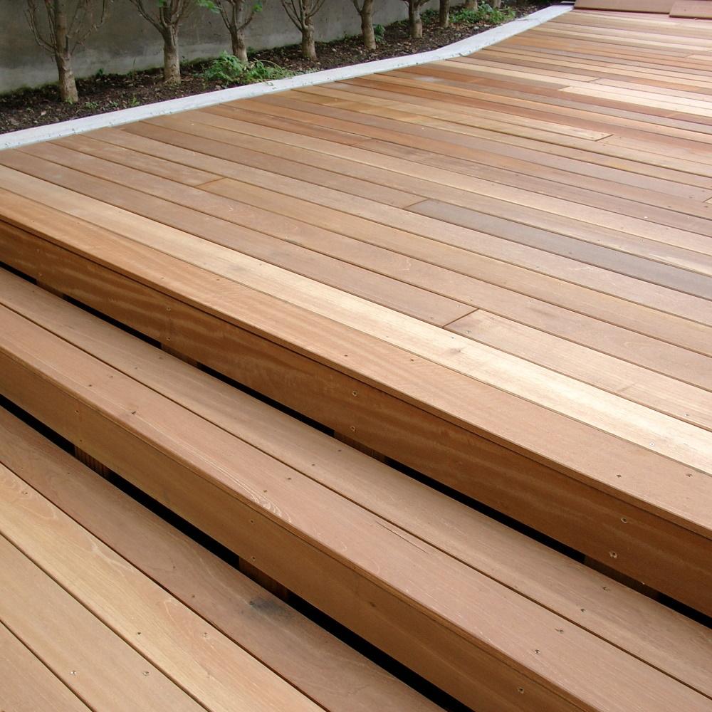 Vente Bois Pour Terrasse lame de terrasse bois dur red balau - bangkirai 28x145 asr (1 coté lisse, 1  coté 7 rainures)