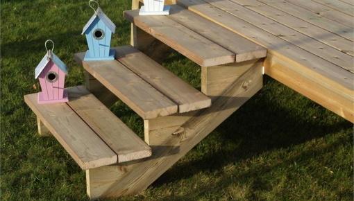 Hoe maakt u zelf een tuintrap van hout?