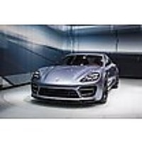 Charge cables and charge stations for Porsche S E-Hybrid