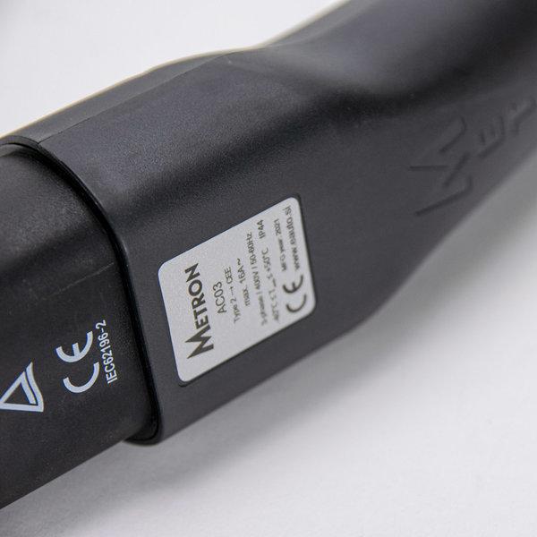 Metron Adapter Type 2 laadpunt naar rood CEE 16A stopcontact met ontgrendel functie