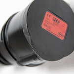 Metron Adapter Typ 2 Ladepunkt auf roten CEE 16A Steckdose mit Entriegelungsfunktion