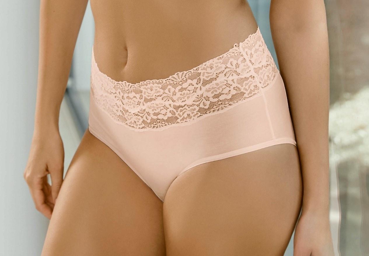Roze naadloos ondergoed