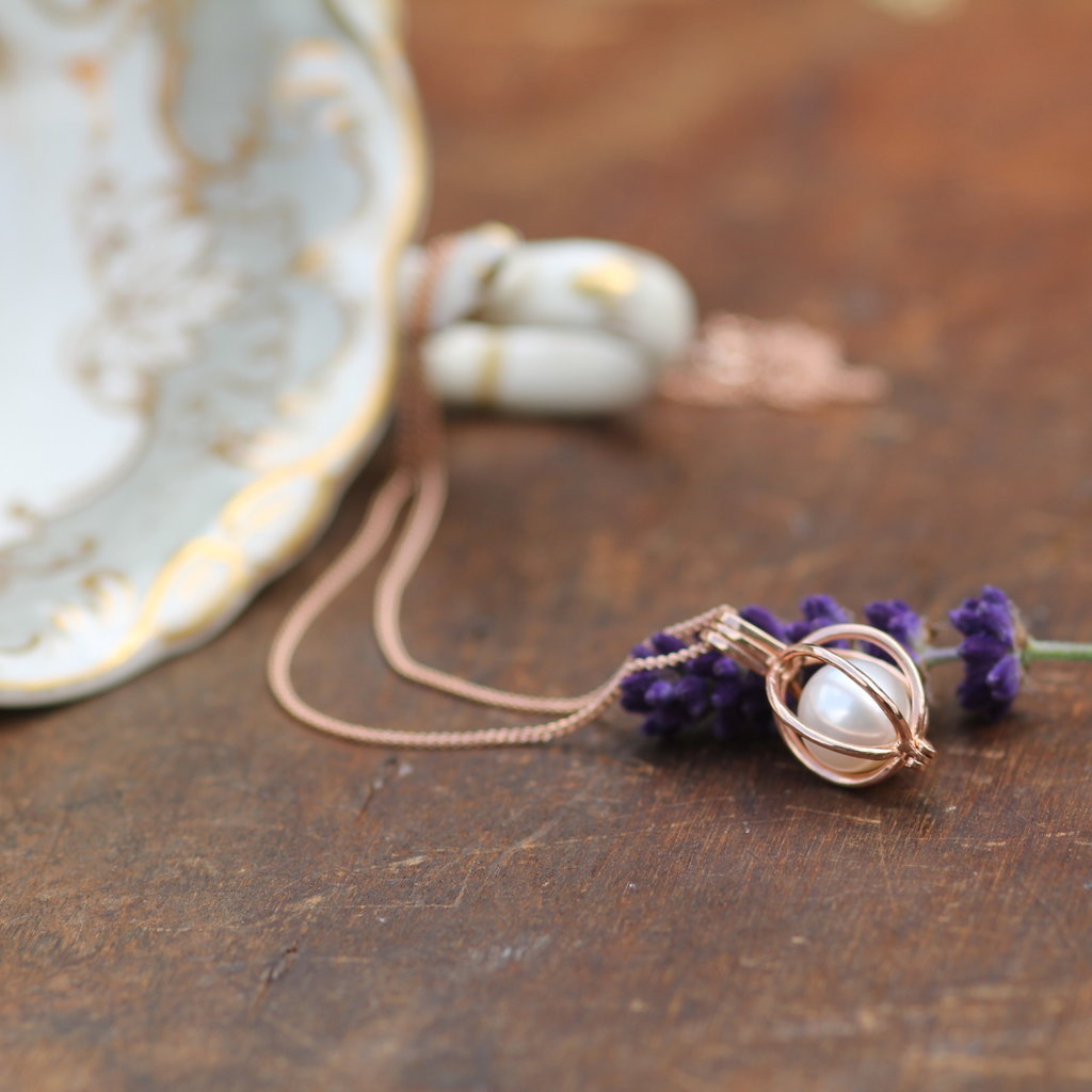 Joulberry Oyster Rose Gold Pearl Necklace