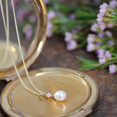 Gold Daisy Diamond Necklace
