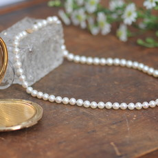 GATSBY Cicely White Pearl Necklace