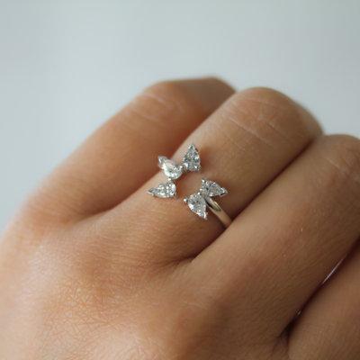LUNAR White Gold Star Ring