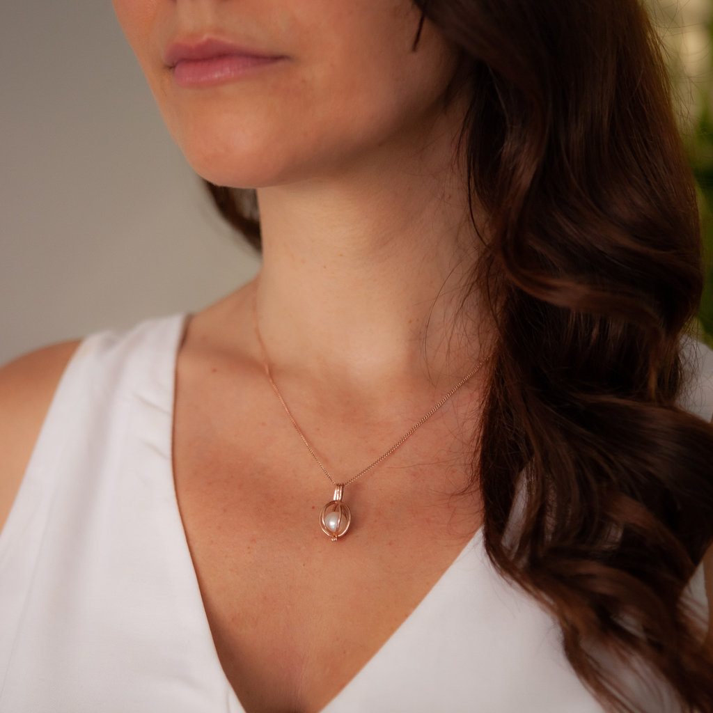 Joulberry Oyster Rose Gold White Pearl Necklace