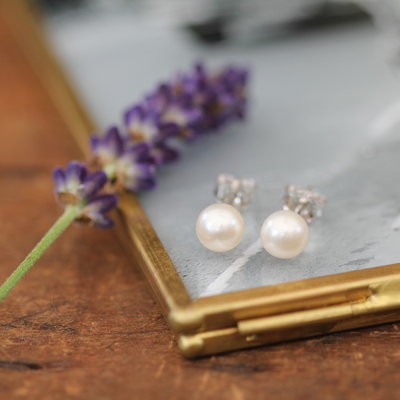 White Ocean Pearl Stud Earrings
